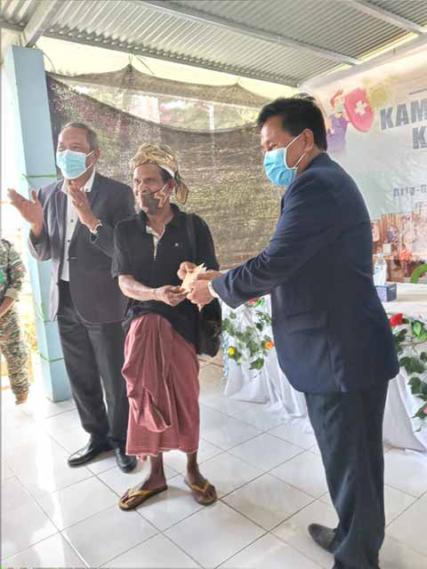 His Excellency, the Defense Minister and and Director,GGQS  and Pillar-6 coordinator distributed vaccine certificates in Maubaralisa 01/10/2021